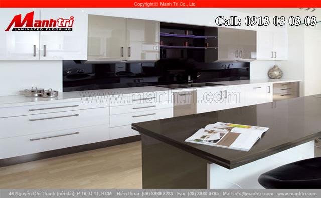 Thiết kế nội thất cho căn hộ trên cao với sàn gỗ công nghiệp