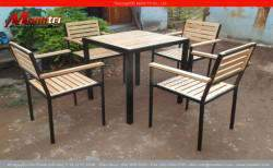 Bàn ghế chân sắt từ gỗ thông pallet