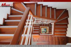 Sử dụng sàn gỗ công nghiệp làm cầu thang