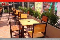 Gia công bộ bàn ghế chân sắt từ gỗ pallet