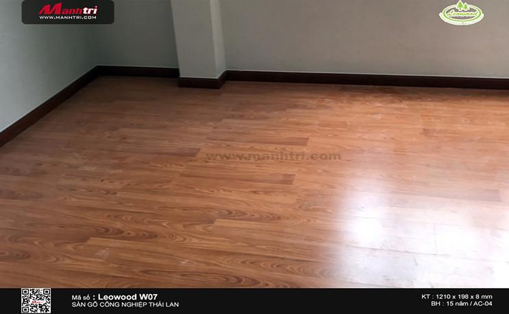Thi công sàn gỗ công nghiệp Leowood W07 tại 297 Lê Văn Sỹ, P.1, Tân Bình
