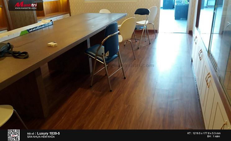 Thi công sàn nhựa hèm khóa Luxury 1039-5 tại Công Hòa, Q.Tân Bình