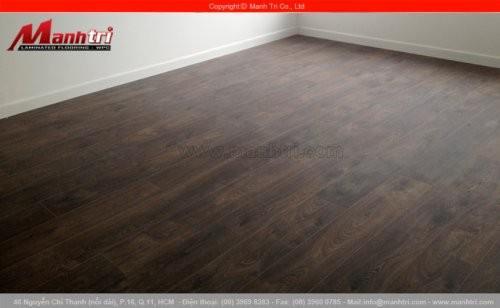 Lắp đặt sàn gỗ công nghiệp Kronoswiss D2025 tại quận 7, TPHCM