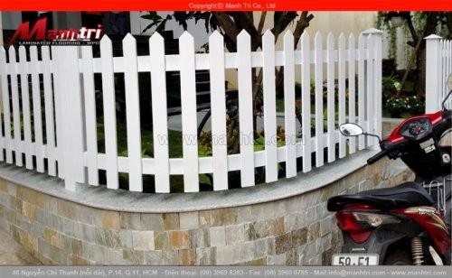 Thi công lắp đặt hàng rào trang trí từ gỗ Conwood tại quận 10, TPHCM