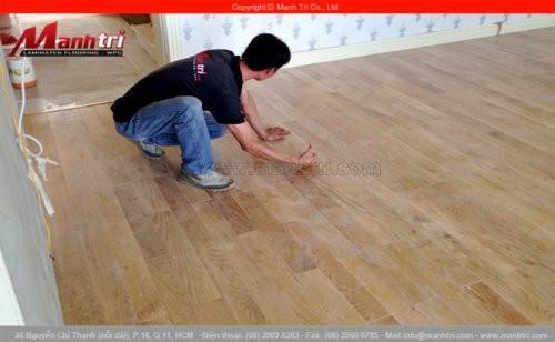 Lắp đặt sàn gỗ tự nhiên Sồi Trắng tại khu dân cư Chateau quận 7, TPHCM