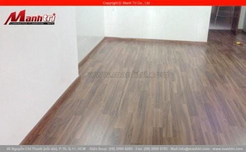 Lắp đặt sàn gỗ công nghiệp Kronoswiss D2266 tại quận 10, TPHCM