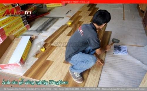 Lắp đặt sàn gỗ công nghiệp KingFloor 3232, 8284 tại quận 11, TPHCM