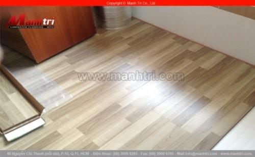 Lắp đặt sàn gỗ công nghiệp KingFloor 6806 tại Trà Vinh
