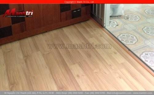 Lắp đặt sàn gỗ công nghiệp KingFloor 2828 tại quận 11, TPHCM