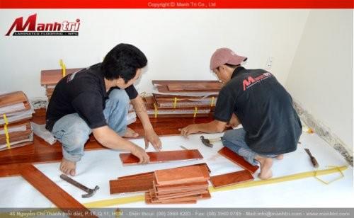 Lắp đặt sàn gỗ công nghiệp và sàn gỗ tự nhiên