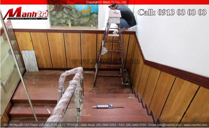Lamri gỗ ốp ngay cầu thang