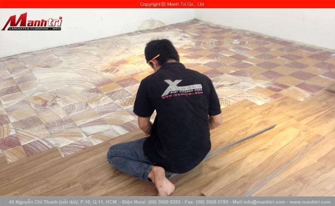 Lắp đặt sàn nhựa giả gỗ Galaxy MSW1011 tại nhà anh Việt quận 1, TPHCM