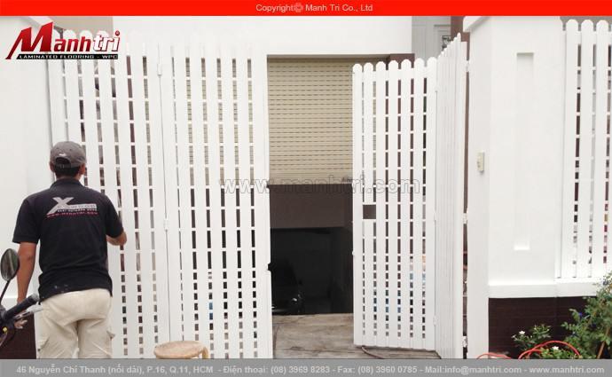 Lắp đặt hàng rào gỗ Conwood ngoài trời tại Phú Mỹ Hưng quận 7, TPHCM