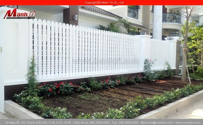 Gỗ Conwood ốp cổng và hàng rào ngôi biệt thự quận 7, TPHCM
