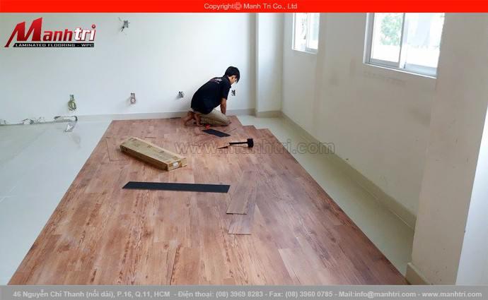 Lắp đặt sàn nhựa giả gỗ Galaxy tại quận 3, TPHCM