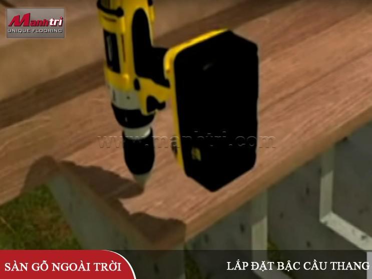 Lắp đặt bậc cầu thang gỗ ngoài trời