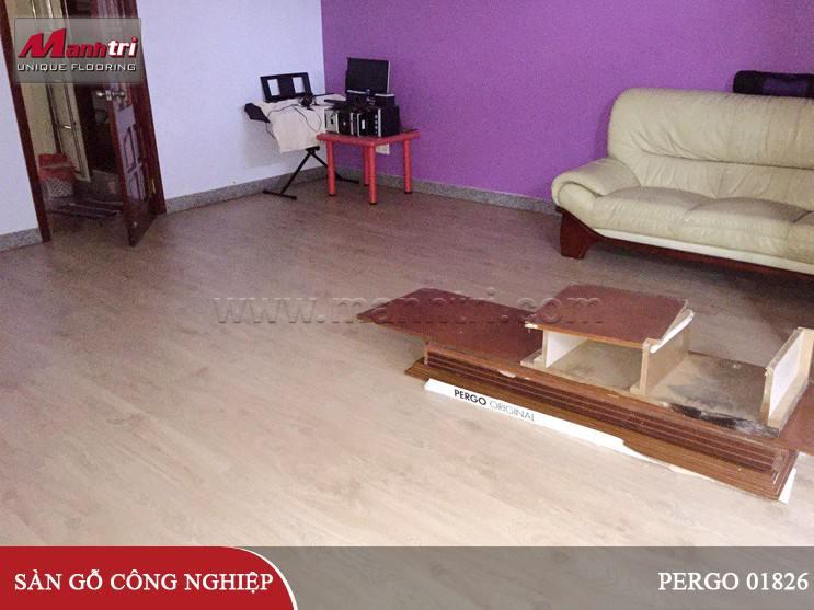 Lắp đặt sàn gỗ công nghiệp Pergo 01826 lót nền tại quận 1, TPHCM