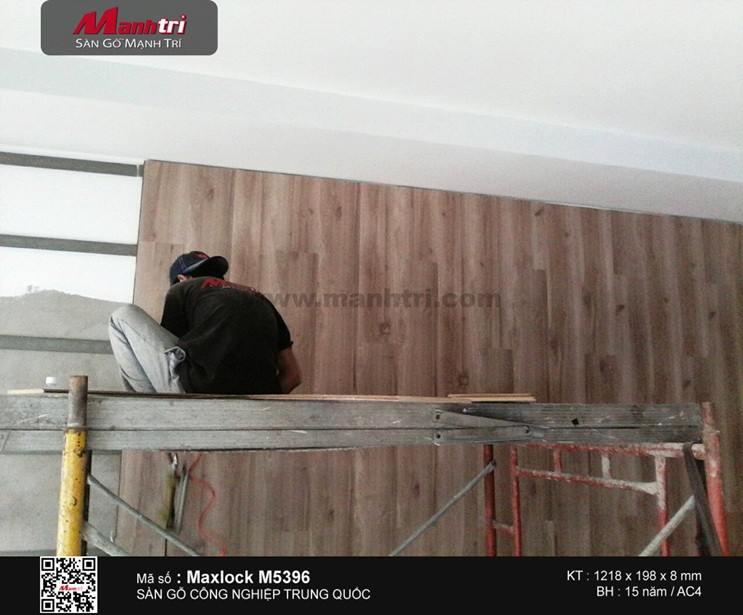 Ốp tường ván sàn gỗ công nghiệp Maxlock M5396 tại Bình Chánh