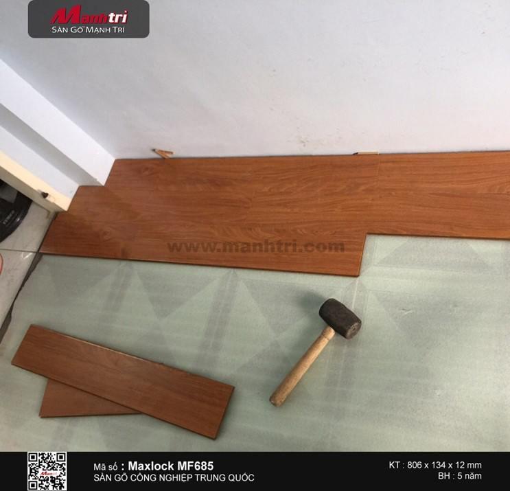 Lát ván sàn gỗ công nghiệp Maxlock MF682 tại Quận 6, TP.HCM
