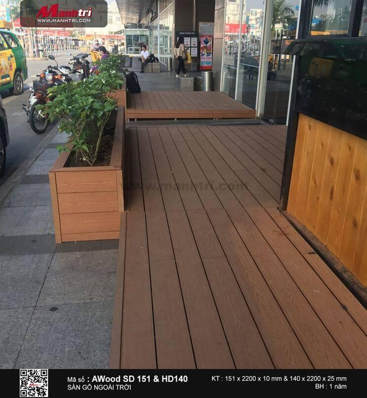 Thi công sàn gỗ ngoài trời AWood tại Đại siêu thị Emart, TP.HCM
