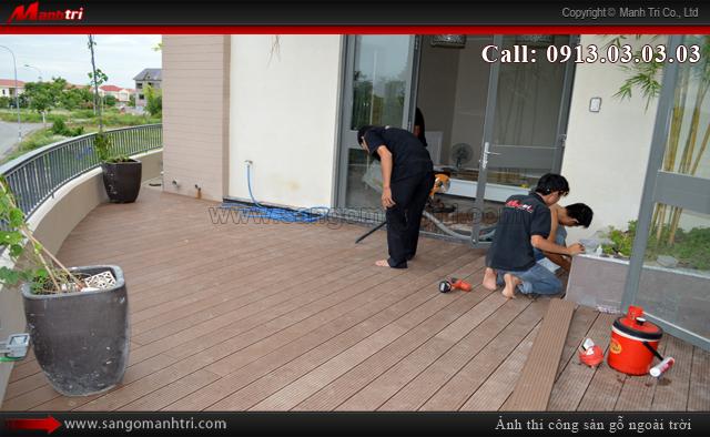 Dọn vệ sinh sàn gỗ sạch sẽ trước khi bàn giao cho khách hàng