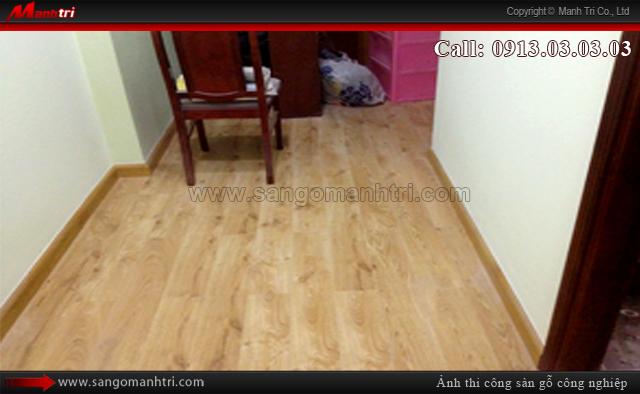 Hình ảnh phòng khách lót gỗ công nghiệp Meistter