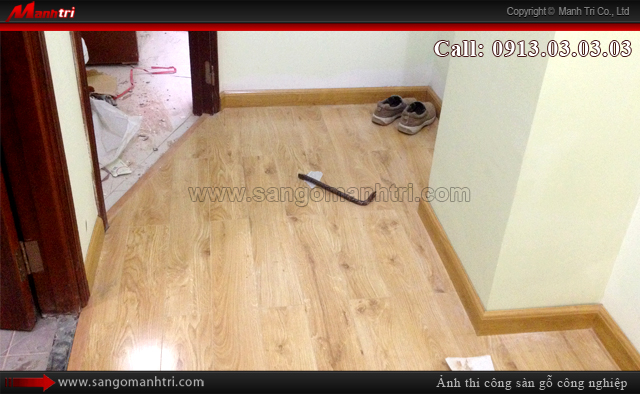 Hình ảnh gỗ công nghiệp khi lắp đặt len chân tường sàn gỗ