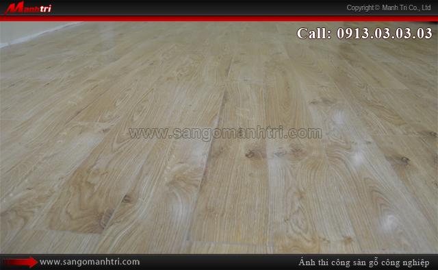 Ảnh cận cảnh ván sàn gỗ công nghiệp lót sàn