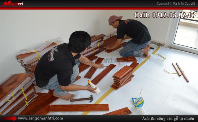 Lắp đặt ván gỗ tự nhiên Giáng Hương tại phòng ngủ ở quận 2, TPHCM