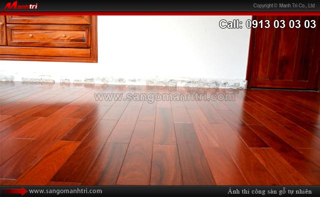 Hình ảnh gỗ tự nhiên Căm Xe khi chưa lắp đặt len chân tường sàn gỗ