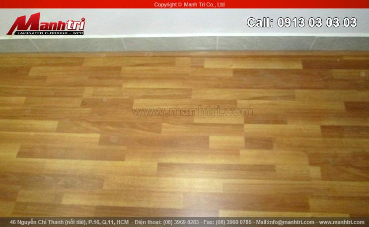 Ván gỗ EuroHome D725 khi chưa lắp đặt len chân tường sàn gỗ