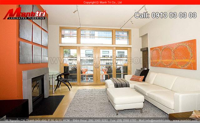 Phòng khách được phân chia bằng những món nội thất có màu sắc khác nhau.
