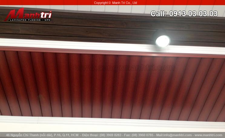Ván gỗ nhựa ốp trần nhà tại quận 10, TPHCM