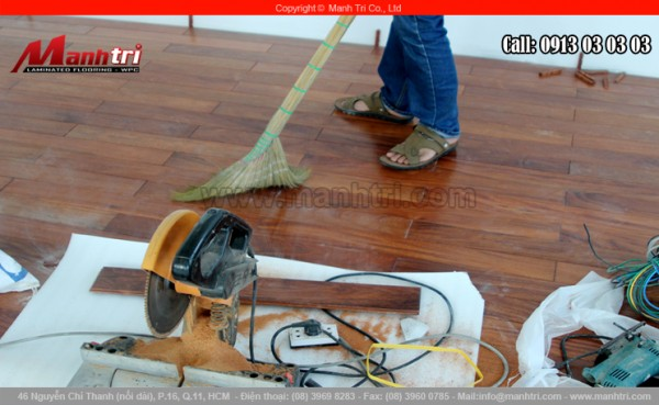 Hình ảnh cây chổi long mềm dùng vệ sinh sàn gỗ