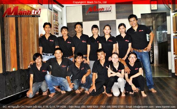 Đội ngũ nhân viên làm việc tại công ty sàn gỗ Mạnh Trí