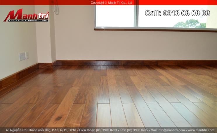 Sàn gỗ tự nhiên Căm Xe lót sàn phòng khách tại quận 3, TPHCM