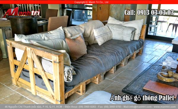 Hình ảnh phòng khách trang trí ghế bằng gỗ thông Pallet