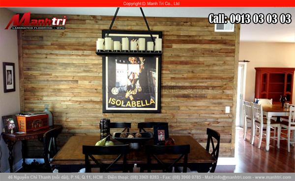 Ảnh gỗ Pallet ốp tường nội thất trong phòng sinh hoạt gia đình