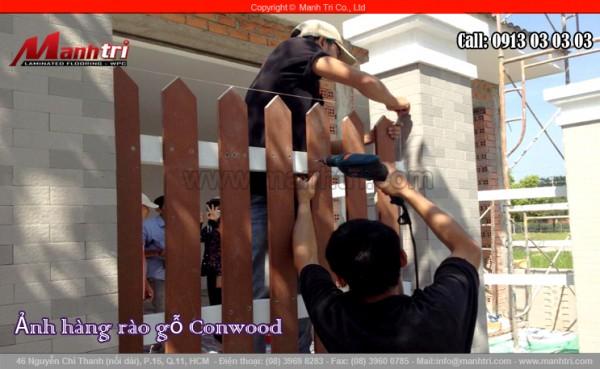 Hình ảnh nhân viên Mạnh Trí bắn dinh vào những tấm gỗ Conwood