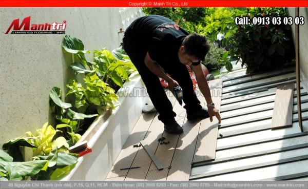 Hình ảnh lắp đặt sàn gỗ ngoài trời tại công trình