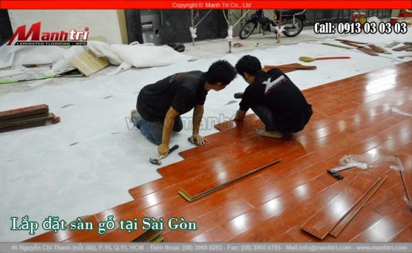 Hình ảnh lắp đặt sàn gỗ công nghiệp tại TPHCM của công ty Mạnh Trí