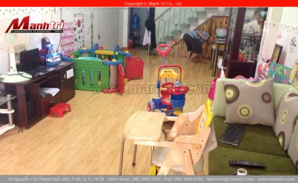 Hình ảnh sàn gỗ công nghiệp KenDall AF20 khi lót sàn nhà hoàn thiện