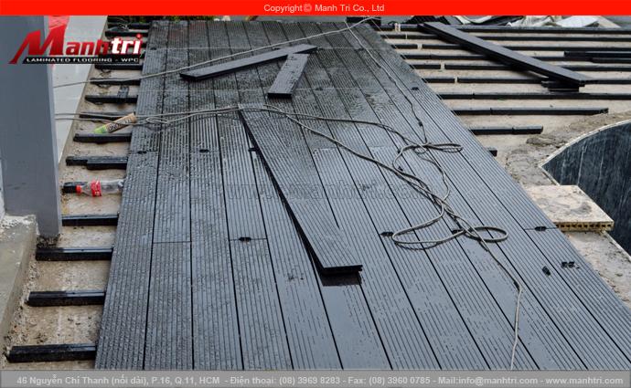 Hình ảnh cận cảnh gỗ nhựa Awood lót sàn ngoài trời