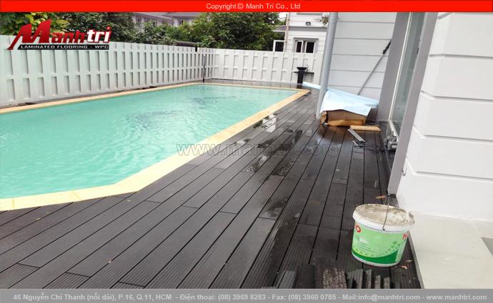 Hình ảnh sàn gỗ hồ bơi ngoài trời khi hoàn thiện