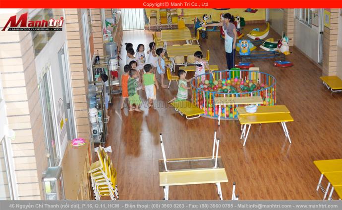 Hình ảnh gỗ công nghiệp lót sàn nhà trẻ