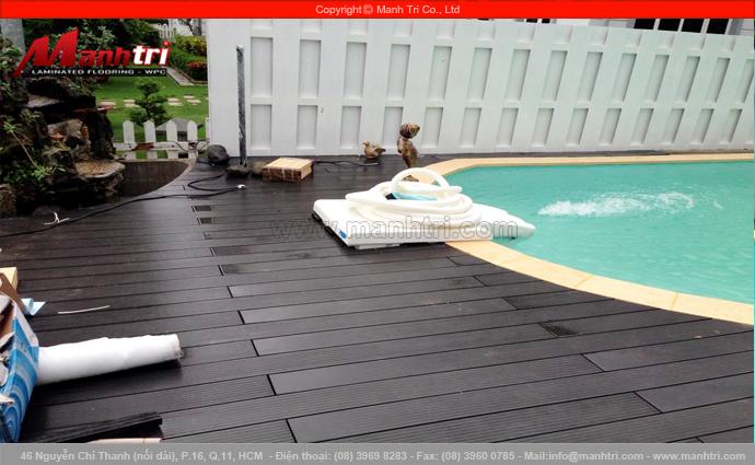 Sàn gỗ ngoài trời lót hồ bơi tại biệt thự Garden Thủ Đức