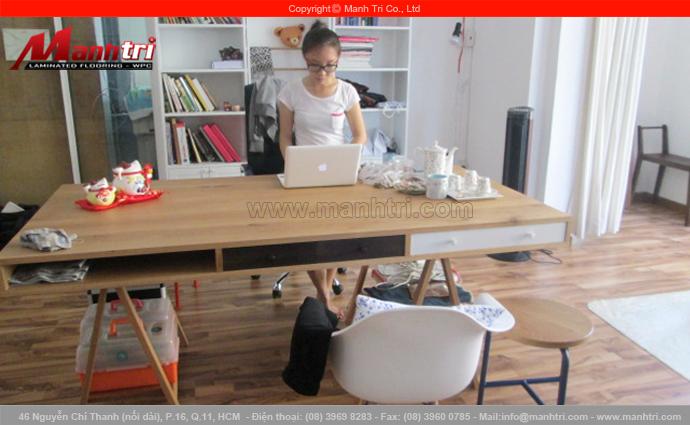 Hình ảnh ván gỗ công nghiệp lót sàn phòng làm việc