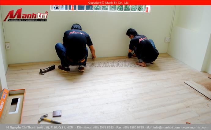 Hình ảnh lắp đặt sàn gỗ công nghiệp Janmi