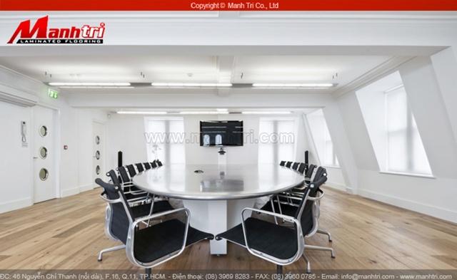 Phòng họp lót gỗ
