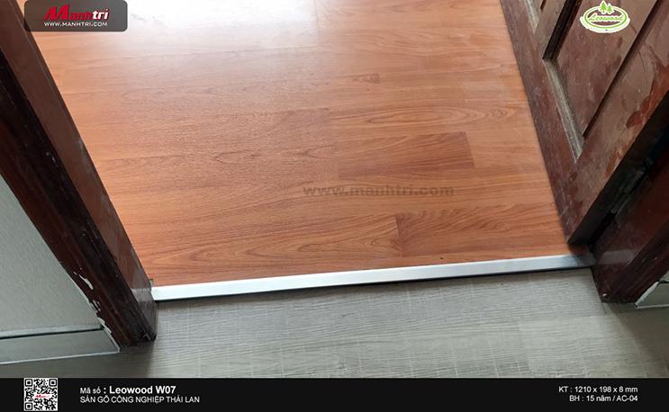Thi công sàn gỗ công nghiệp Leowood W07 tại 297 Lê Văn Sỹ, P.1, Tân Bình (Lần 2)